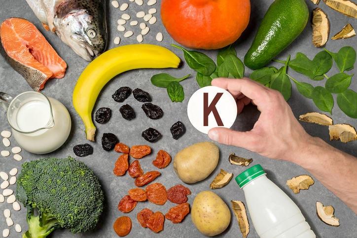 Fotografia con i principali alimenti ricchi di potassio
