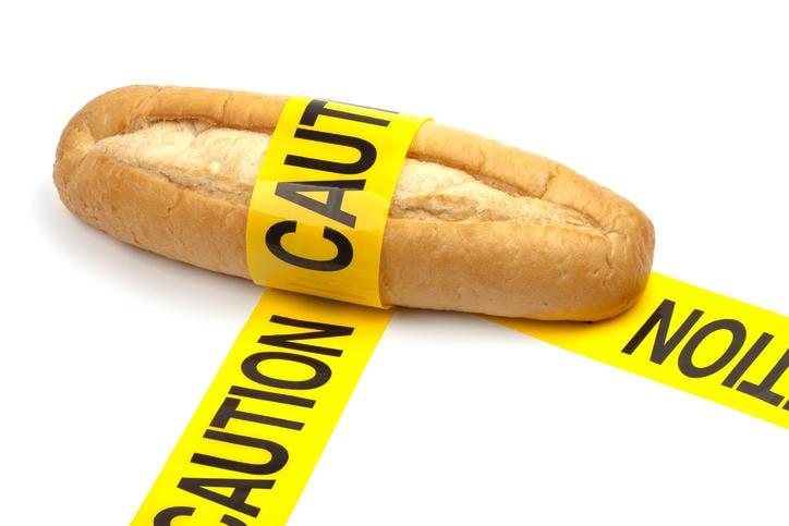 """Pane con una fascia gialla e la scritta in evidenza """"Caution"""""""
