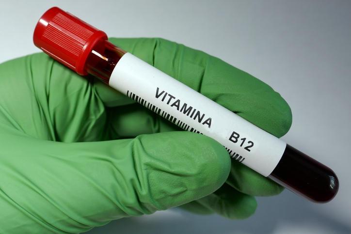 Provetta di sangue per l'analisi della vitamina B12