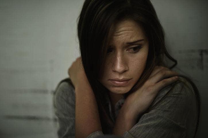 Donna in preda ad ansia e panico