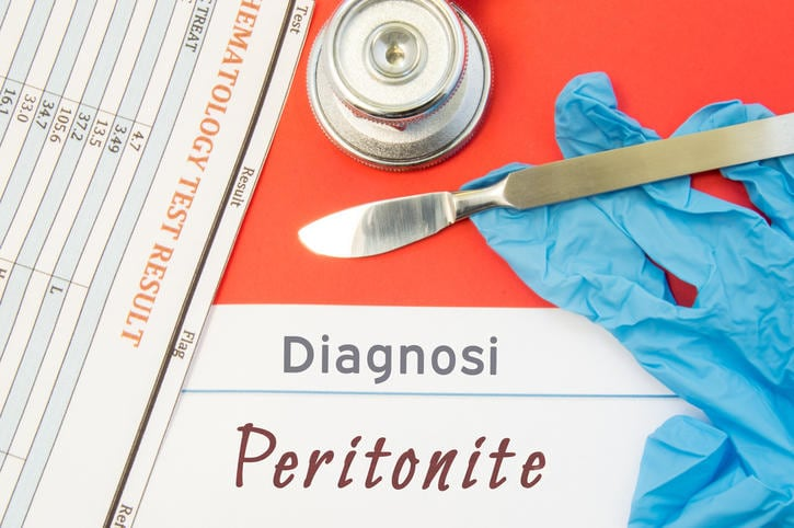 "Scritta ""Peritonite"" su un referto diagnostico"